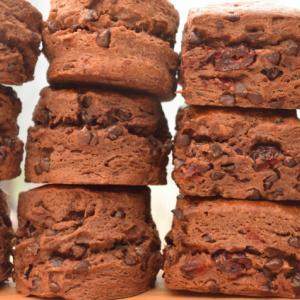 ほろ苦甘い深い味わい ダブルチョコレートスコーン&クランベリーチョコレートスコーン
