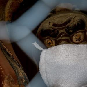 今週の高幡不動尊(05/02) 金剛力士像もマスク姿
