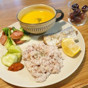 タチウオのハーブ焼きと冷たいかぼちゃスープ