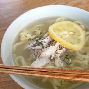 何ともおいしい鶏塩レモンラーメン、ベトナム風