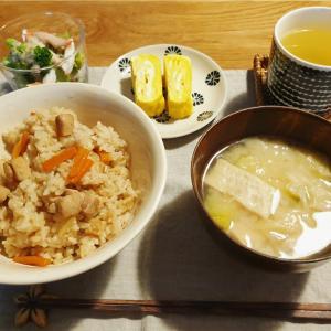 炊き込みご飯の食卓