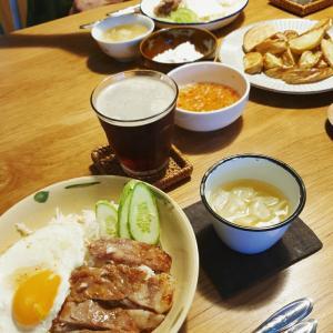 ベトナム式焼き豚のせご飯、cơm sườn nướng (コムスーンヌーン)