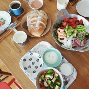 楽しい旧盆休み⑨ ごちそうサラダとパンのお昼