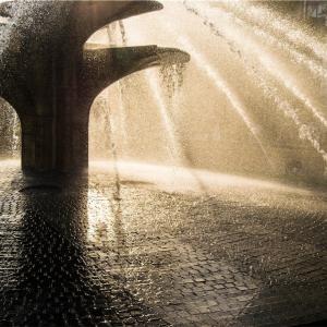 【一日一枚写真】夕陽に映える飛沫③【一眼レフ】