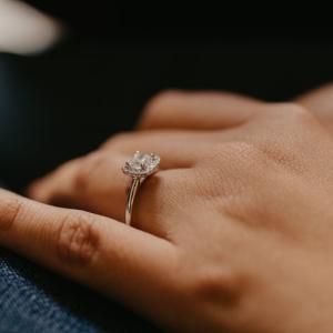 婚約指輪、迷っている人に知っておいて欲しいこと【後悔しない指輪選び】