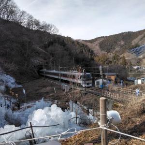 今年は暖冬で氷柱がとけた!残念!明日の雪に期待!去年の写真をご覧ください !