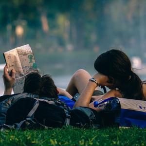 【タイ人と働く】タイ人はカップルで働き一緒に休む