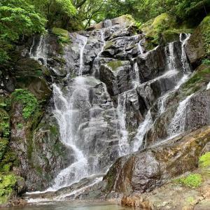 """福岡🏞糸島「全国9ヶ所もある""""白糸の滝""""水より冷たいマイナスイオンの瀑布。」"""