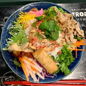 川崎 アゼリア🇻🇳VIETROAR|ベロトア「お花畑を食べる💐綺麗で美味しい混ぜ麺。」