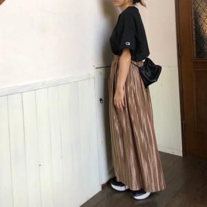すっごく軽い、着心地のよい、サテンスカート