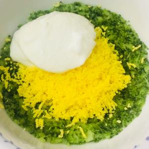 レシピ045 ブロッコリーと卵黄ヨーグルトのミモザサラダ風