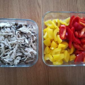 ヘルシオで2品同時に蒸し野菜作りました。「きのこのマリネ」と「パプリカの蒸したもの」