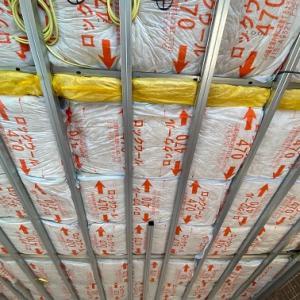 断熱検査!ロックウールの断熱材が敷き詰められたシャーウッド。