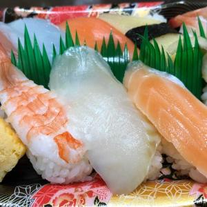 夕食は  お寿司〜