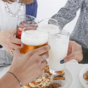 友人からの飲み会や遊びの誘いを断るためにした上手い言い訳を紹介!