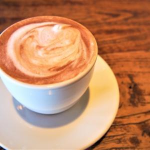 コーヒーの上のホイップと生クリームって何が違うのか調べました!