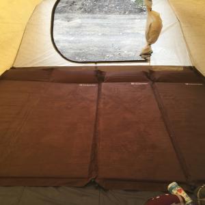 キャンプも自宅と一緒で快眠に!インフレータブルマットの使い心地は?