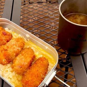 メスティンで簡単キャンプ飯!【チーズサーモン炙り丼】と【牡蠣フライの簡単玉子とじ丼】