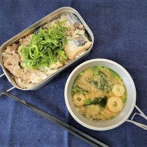 メスティンで簡単キャンプ飯!【サバ水煮炊込み飯】と【チキンタイカレー】