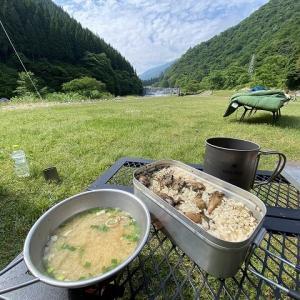 メスティンで簡単キャンプ飯!【シーフードドリア】と【トマトダブル牡蠣飯】