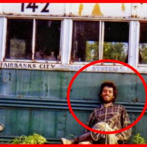 にこやかにバスにもたれている男性の写真に隠された衝撃の事実とは!?