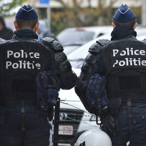 パリ警視庁でナイフによる襲撃事件が発生