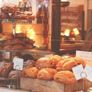 パリのアーモンドクロワッサンとパンオショコラ