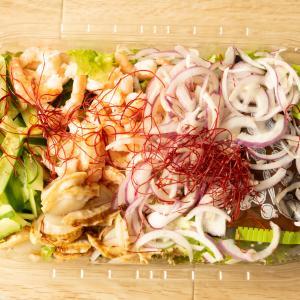 ホタテとシュリンプ(えび)が入ったコストコのチョレギサラダは、おかずにもなる豪華版!