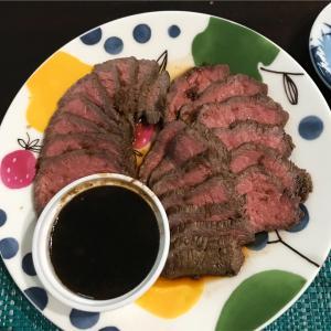 安い牛肉で柔らか絶品ローストビーフ‼️