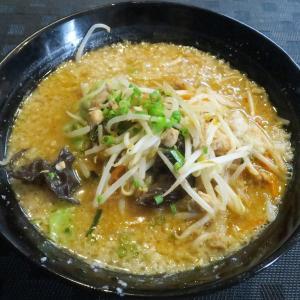 麺や 澪 挽き肉やたっぷりの野菜がのった背脂味噌