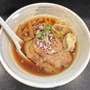 限定の「煮干しらーめん」は優しい味でワンタンが旨い:石山商店