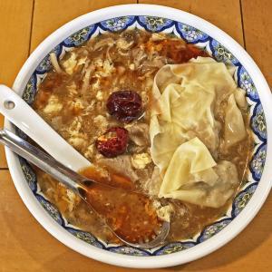 ワンタントッピングに初挑戦:中国ラーメン揚州商人の激辛酸辣湯麺