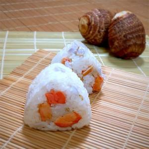 鮭のおにぎり100品連打vol.47  里芋と紅鮭のおにぎり
