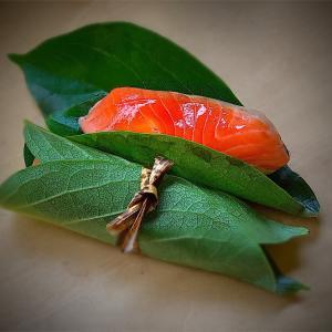 鮭おにぎりvol.124 大槌銀鮭の柿の葉ずし
