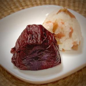 鮭おにぎりvol.125 赤紫蘇包み