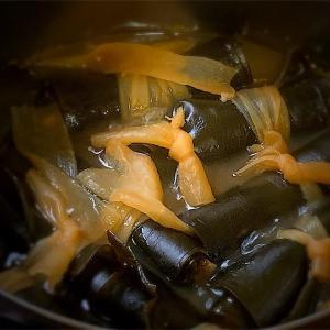 鮭おにぎりvol.129 鮭の頭で作る昆布巻き
