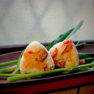 鮭のおにぎり100品連打vol.16 新生姜の甘酢漬と秋鮭のおにぎり