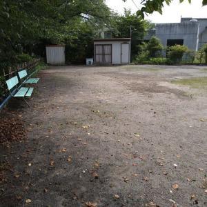 人の居ない公園