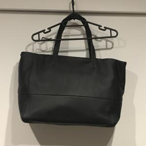 本革トートバッグのレビュー|シーン選ばない大容量バッグ