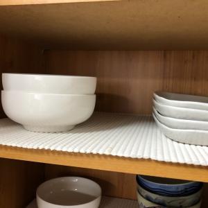 食器棚に敷いている滑り止めシートは どこのですか?