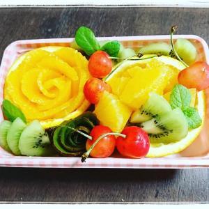 素敵なフルーツ盛りと絶品餃子