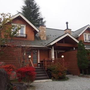 【山梨県】「貸別荘パインツリー」富士急から車で2分、お部屋に露天風呂があるコテージ