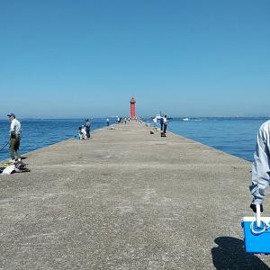 クレーン船出入りで濁り続ける播磨新島