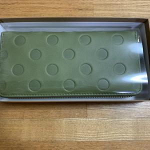 本革の長財布を楽天市場で購入!革が柔らかく水玉でかわいいんですよ!