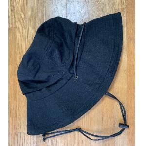 帽子にあごひもが付いてると風に飛ばされないから便利です!