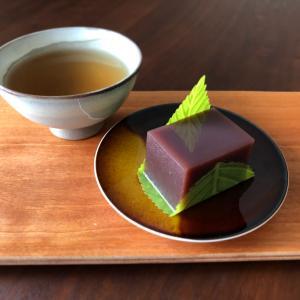 """""""水羊羹""""と""""黒豆茶""""で。"""