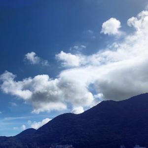 晴れやかな朝空と。