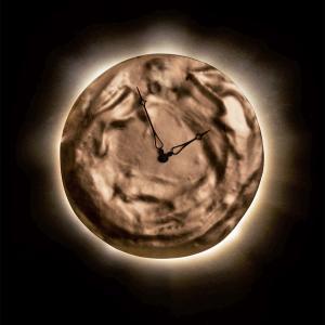 月が時を刻む。金箔・銀箔が美しい掛け時計