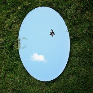 鏡を玄関に取り付ける位置・風水との関係とは