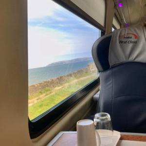 ヴァージン・トレインの「ファーストクラス」に乗車! イギリスの鉄道のファーストクラスはこんな感じでした